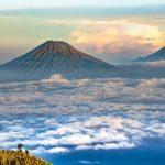 In Jakarta spuckt der Merapi heißes Gestein